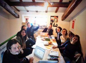 La redazione di minimum fax usa i social per mostrare l'hashtag #serinostaisereno